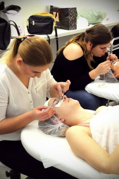 Warsztaty z technik przedłużania rzęs metodą 1:1 - medyk, WSBiNoZ